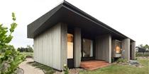 新西兰住宅建筑 有一个超大号的黑色屋檐