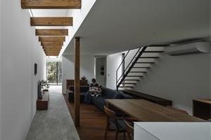 日本滋贺石部东住宅,有花园走廊的家